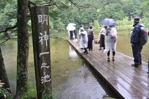 DSC_4302雨の明神池.jpg